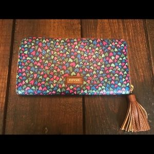 FOSSIL TARA CLUTCH HEARTS WALLET